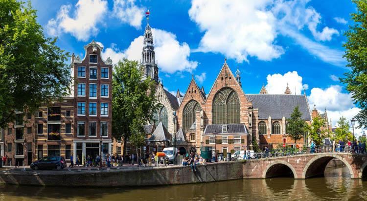 oude-kerk-iglesia-amsterdam