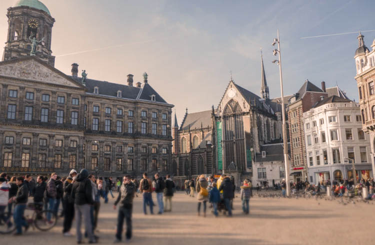plaza-dam-amsterdam