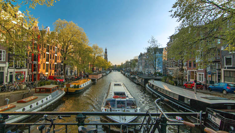 puente-en-amsterdam