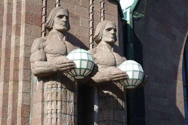 que ver en helsinki estacion central estatuas