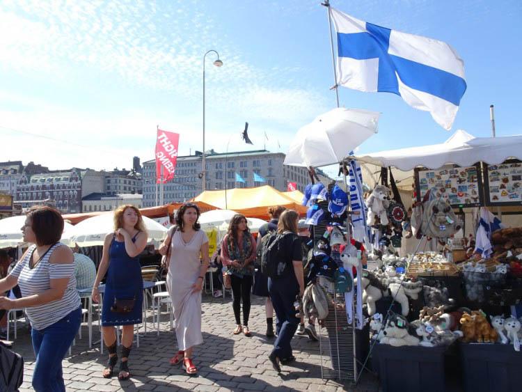 que ver en helsinki mercado souvenirs